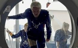 Tỷ phú Richard Brason hoàn thành chuyến bay đầu tiên vào không gian