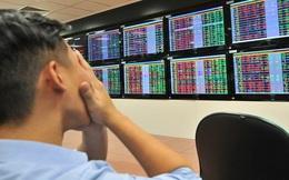 Nhà đầu tư chứng khoán ồ ạt bán tháo đẩy VN-Index có lúc giảm hơn 70 điểm, cổ phiếu sàn la liệt