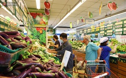 """Rau gia vị tăng giá gấp 2-3 lần, người Sài Gòn than trời: """"Hai ngày rồi vẫn chưa mua được hành lá và rau thơm"""""""