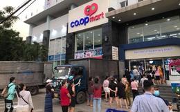 """Clip, ảnh: Người Sài Gòn tiếp tục xếp hàng để vào siêu thị """"săn"""" rau củ"""