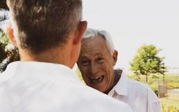 Nhà tâm lý học 87 tuổi giải thích lý do hầu hết mọi người hạnh phúc hơn ở độ tuổi 80
