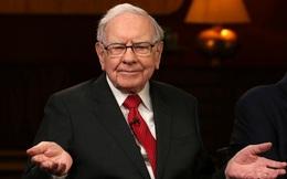 Warren Buffett chỉ ra sai lầm số 1 của các bậc cha mẹ khi dạy con về tiền bạc