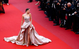 """""""Bóc trần"""" LHP Cannes: Gọi gái mại dâm còn dễ hơn pizza, vụ 82 sao nữ biểu tình trên thảm đỏ và trùm nghiện sex vén màn mặt tối"""