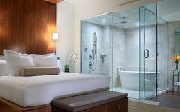 Giải mã: Tại sao nhiều khách sạn lại lắp phòng tắm kính trong suốt?