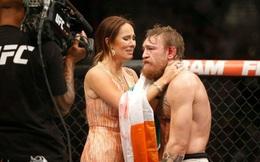 """Anh thợ sửa ống nước may mắn từng được bạn gái """"bao nuôi"""" suốt 8 năm trời, nay đã trở thành ngôi sao UFC!"""