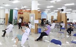 TP.HCM: Ấm lòng 7 tình nguyện viên đến bệnh viện cắt tóc miễn phí để bác sĩ yên tâm chống dịch