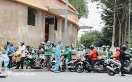 """Đội quân shipper """"đổ bộ"""" đến những bệnh viện dã chiến để giao hàng hóa cho bệnh nhân Covid-19 ở Sài Gòn"""