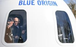 Chuyến bay 11 phút vào không gian của Jeff Bezos: Được thực hiện hoàn toàn tự động, đi lên bằng tên lửa, đáp xuống mặt đất bằng... dù