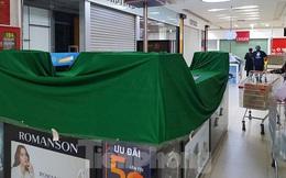 Trung tâm thương mại ở Hà Nội phủ bạt, ngừng hoạt động các gian hàng không thiết yếu