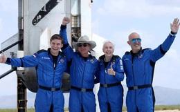 Bí mật đen tối đằng sau chuyến bay 5,5 tỷ USD vào vũ trụ 'nhờ nhân viên và khách hàng Amazon' của Jeff Bezos
