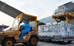 1,5 triệu liều vắc xin Moderna do Mỹ viện trợ vừa tới Hà Nội