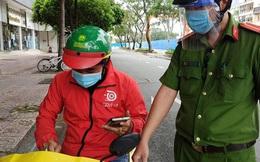 Đơn hàng online tại TP HCM ùn ứ do 'kẹt'… shipper