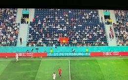Euro 2020: Quốc kỳ Việt Nam xuất hiện đầy xúc động ngay khán đài chính giữa trận Thụy Sĩ - Tây Ban Nha