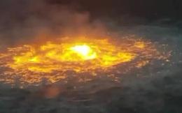 """Video: Đường ống dẫn dầu tại Vịnh Mexico phát nổ, lửa cháy dữ dội trên biển như """"cổng địa ngục"""""""