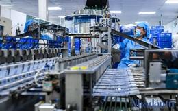 'Đột nhập' xưởng sản xuất kim tiêm phòng COVID-19