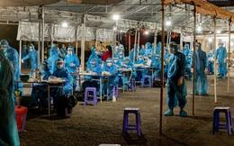 Ảnh, clip: Xuyên đêm lấy mẫu xét nghiệm Covid-19 cho 8.000 người tại chợ đầu mối nông sản Thủ Đức