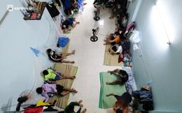 """Những công nhân xây dựng """"mắc kẹt"""" trong các phòng trọ chật hẹp ở Hà Nội: Chỉ biết làm bạn với bức tường, ăn mì tôm qua ngày"""