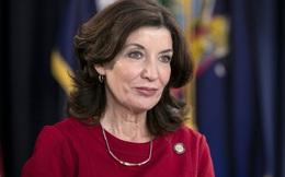 """Chân dung nữ thống đốc """"phi thường"""" đầu tiên của bang New York"""