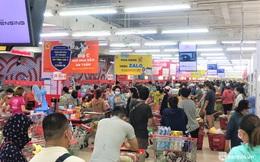 """Ảnh: Người dân Đà Nẵng đổ xô tích trữ thực phẩm sau dự lệnh """"cấm ra đường"""" toàn thành phố"""