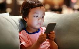 Muốn nuôi dạy con 'thông minh, giỏi giang', cha mẹ cần tránh 4 câu ra lệnh này khi thấy chúng thích ôm máy tính hay smartphone cả ngày