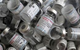 Kẻ ăn không hết người lần chăng ra: Hàng triệu liều vaccine ngừa Covid-19 trên thế giới sắp bị vứt bỏ vì hết hạn
