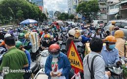 TP.HCM: Hàng trăm phương tiện ùn ứ kéo dài khi triển khai kiểm tra người dân ra đường bằng hình thức mới