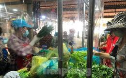 Hình ảnh bên trong khu chợ vừa mở lại ở TPHCM