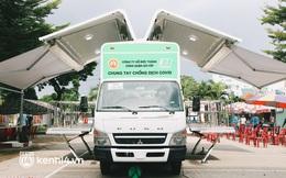 """Cận cảnh xe tiêm chủng lưu động """"bung 2 cánh"""" để che mưa nắng cho bà con Sài Gòn tiêm vaccine Covid-19"""