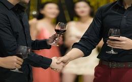 Bê bối cưỡng bức tại Alibaba bóc trần văn hóa rượu bia ở Trung Quốc: Làm hết sức, uống hết mình, chết vì đồ uống có cồn nhiều nhất thế giới
