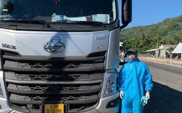 """Kiểm tra hàng hoá trên xe tải """"luồng xanh"""", CSGT phát hiện bất ngờ trong buồng lái"""