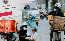 """Theo chân """"hot TikToker"""" Lâm Ống Húc - chàng trai chạy xe máy phát bánh mì, khẩu trang và rất nhiều yêu thương cho bà con nghèo ở Sài Gòn"""
