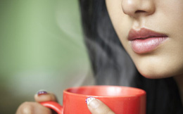 """Đều đặn uống nước ấm vào 2 """"thời điểm vàng"""" này trong ngày, cơ thể nhận được vô vàn lợi ích tốt gấp nhiều lần thuốc bổ"""