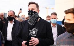Elon Musk gây bão mạng xã hội khi tweet 'chê' Taliban không đeo khẩu trang