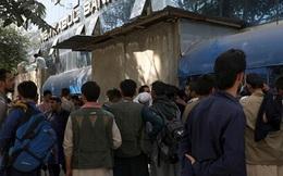 """Viễn cảnh tồi tệ ở Afghanistan: Cạn kiệt tiền mặt, lạm phát sẽ tăng vọt, ngồi trên """"kho báu"""" 1.000 tỷ USD nhưng chẳng biết bao giờ mới được khai thác"""