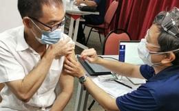 """Vắc xin Sinopharm """"cháy hàng"""" tại quốc gia Đông Nam Á giàu có: Phí tiêm 1,6 triệu VNĐ, dân xếp hàng cả tháng mới được tiêm"""