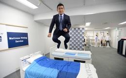 """""""Gường chống mây mưa"""" trở thành ngôi sao bất đắc dĩ tại Olympic Tokyo và cách hành xử của vị CEO người Nhật Bản khiến cả thế giới nể phục"""