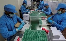 """Vắc xin Covid-19 trở thành """"con bò sữa"""" của giới tỷ phú Ấn Độ"""