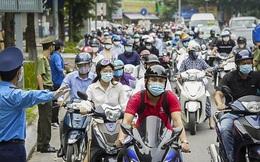 Hà Nội: Hàng loạt người dân bị xử phạt vì thiếu giấy đi đường, một số chốt kiểm soát ùn ứ