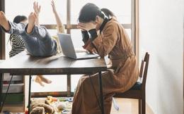 """Dạy học trực tuyến khiến vô số giáo viên Singapore """"phát điên"""": Công việc làm mãi không xuể, căng thẳng và kiệt quệ nhất từ trước đến giờ"""