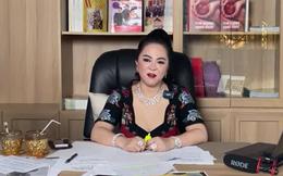 """Bà Phương Hằng thông báo sẽ đóng toàn bộ kênh YouTube sau khi tuyên bố """"dừng lại"""" trong buổi livestream cuối cùng"""