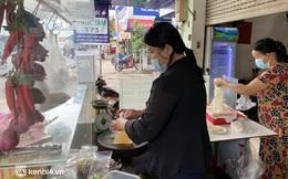 Nhiều quán ăn uống ở Sài Gòn cùng mở bán trở lại: Bún bò bán 300 tô/ngày, shipper xếp hàng mua trà sữa