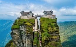 """Ngôi chùa nằm trên đỉnh núi tách đôi được ví như """"tiên cảnh nhân gian"""" nhưng vẫn tồn tại bí ẩn khiến hậu nhân đau đầu"""