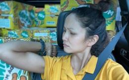 """""""Xế hộp"""" tiền tỷ của hoa hậu H'Hen Niê bị móp méo, vỡ gương sau khi đi tiếp tế lương thực"""