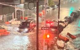 """Đường phố New York """"chìm"""" trong nước, thị trưởng ban bố tình trạng khẩn cấp sau những trận mưa lớn kỷ lục"""