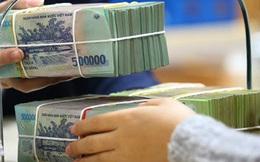 Tăng trưởng tiền gửi dân cư thấp kỷ lục, vì sao các ngân hàng vẫn đua nhau giảm lãi suất tiết kiệm?
