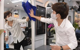 CLIP: Người dân Thủ đô ùn ùn kéo đi cắt tóc trong ngày đầu tiên chấm dứt giãn cách xã hội