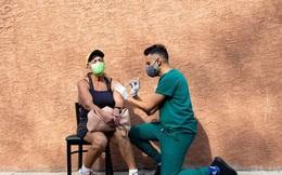 """Vắc xin COVID-19 sẽ thực sự """"cứu"""" được kinh tế toàn cầu từ lúc nào?"""