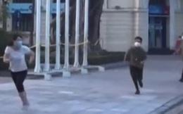 Tưởng Hà Nội đã hết dịch, 4 người phụ nữ thong dong tập thể dục rồi chạy tốc biến khi thấy công an