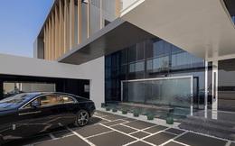 """Doanh nhân Thụy Điển rao bán căn dinh thự xa hoa có giá hơn 700 tỷ đồng tại Dubai: Sẵn sàng tặng kèm Rolls-Royce và Ferrari cho những ai """"có thiện chí"""""""