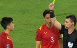 Trọng tài đã quá nặng tay khi thổi phạt penalty ĐTQG Việt Nam và truất quyền thi đấu Duy Mạnh?